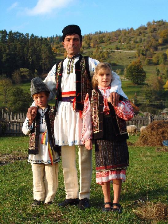 96 Gaya Baju Adat Rumania Terlihat Keren